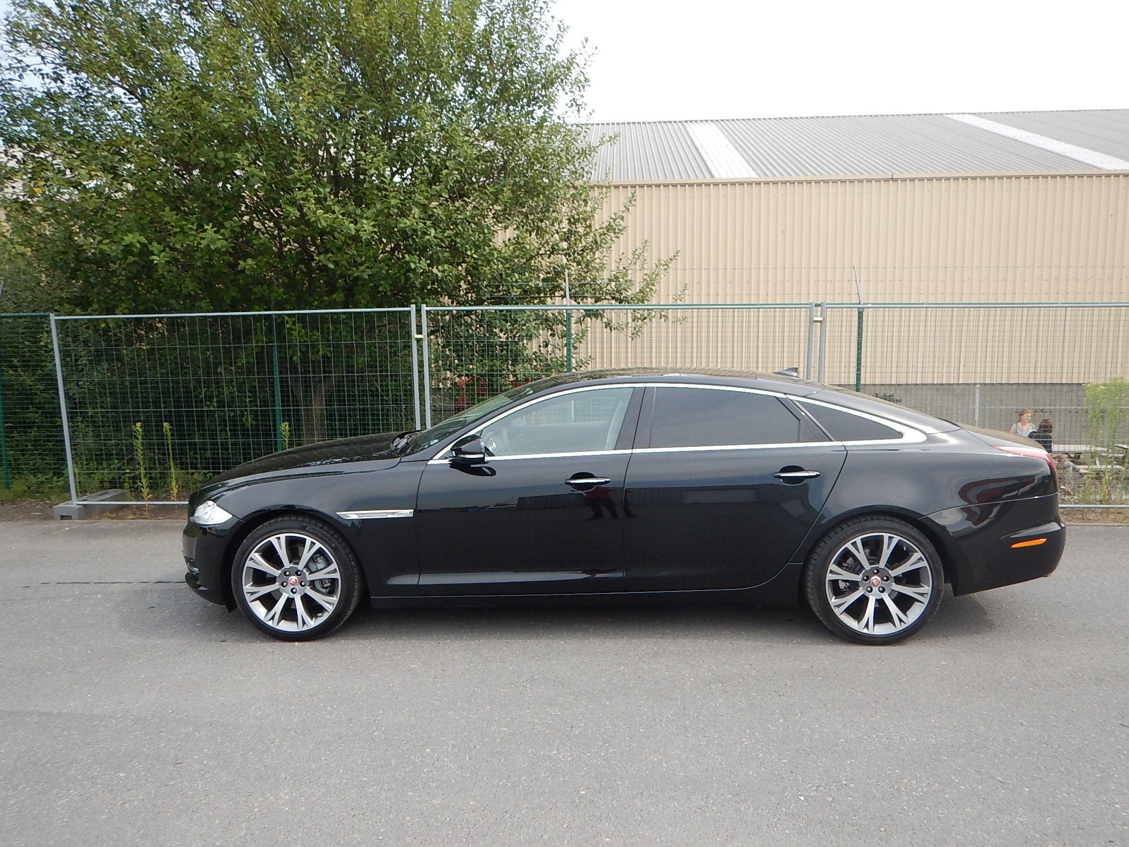 <a href='https://www.autoredo.com/en/segment/vehicles/city-car-sedan/' title='Export City car &amp; Sedan'>City car &amp; Sedan</a> Jaguar XJ
