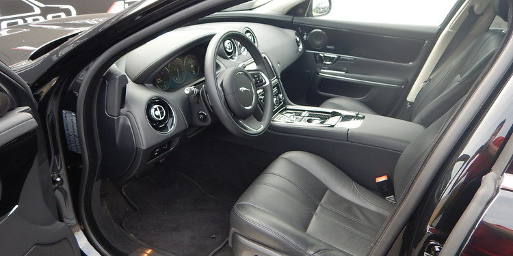 <a href='https://www.autoredo.com/fr/segment/vehicules/citadine-berline/' title='Export Citadine &amp; Berline'>Citadine &amp; Berline</a> Jaguar XJ
